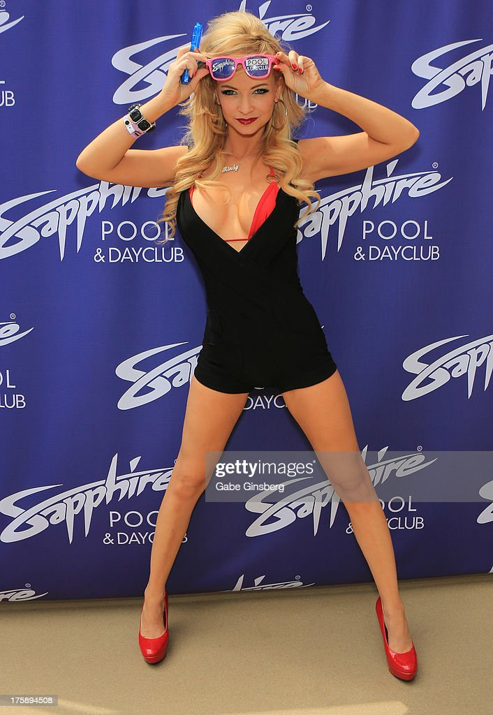 Mindy robinson at sapphire pool and day club getty images for Pool show las vegas november