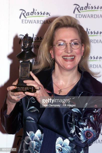 Actress and singer Barbara Dickson with her award during the Laurence Olivier Awards 2000 at the Lyceum Theatre in London * 01/01/02 Actress and...