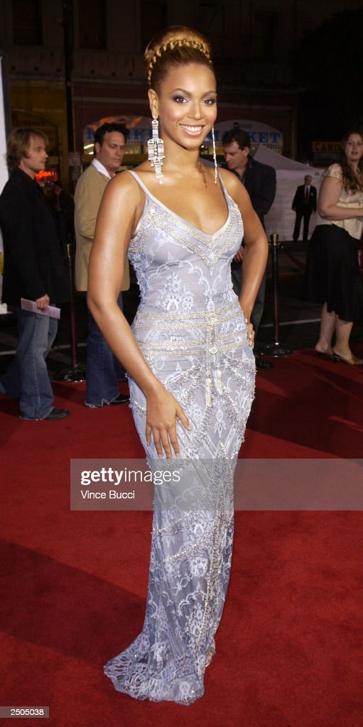 Actress and singer Beyonce attends the premiere of Paramounts 'The Fighting Temptations' at the Grauman's Chinese Theatre September 17 2003 in...