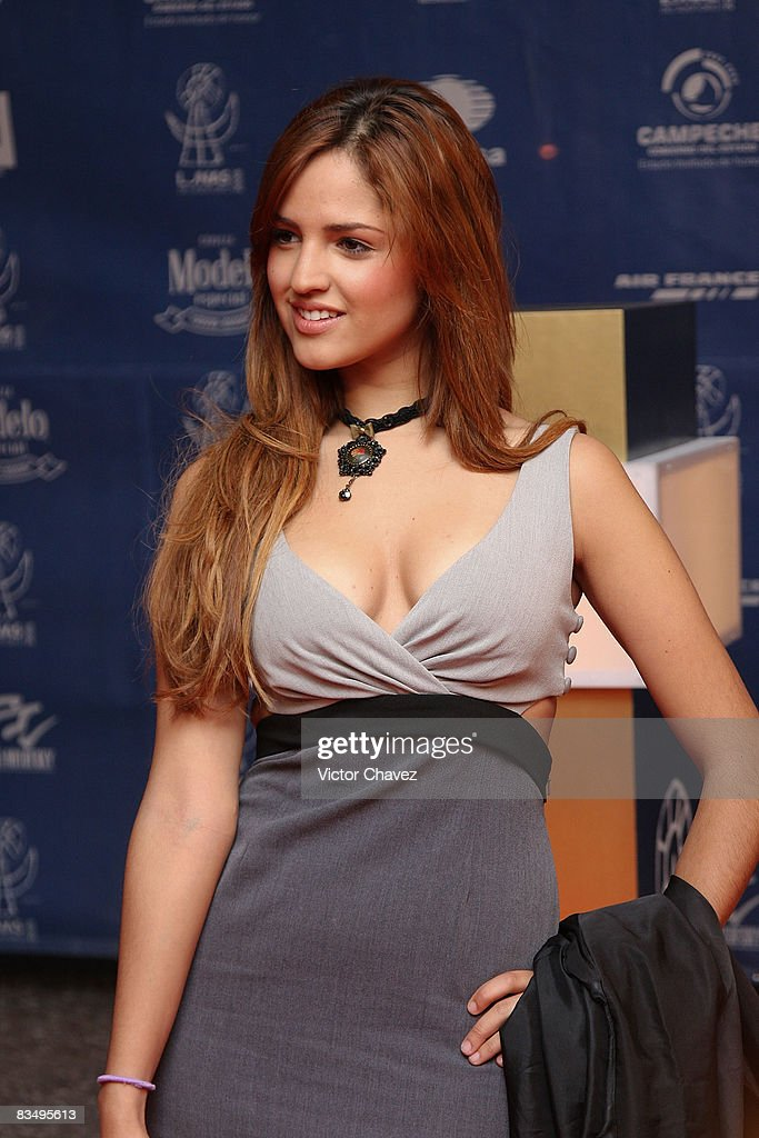 Actress and singer Eiza Gonz??lez (Lola) attends the red carpet for Lunas del Auditorio at Auditorio Nacional on October 29, 2008 in Mexico City, Mexico.