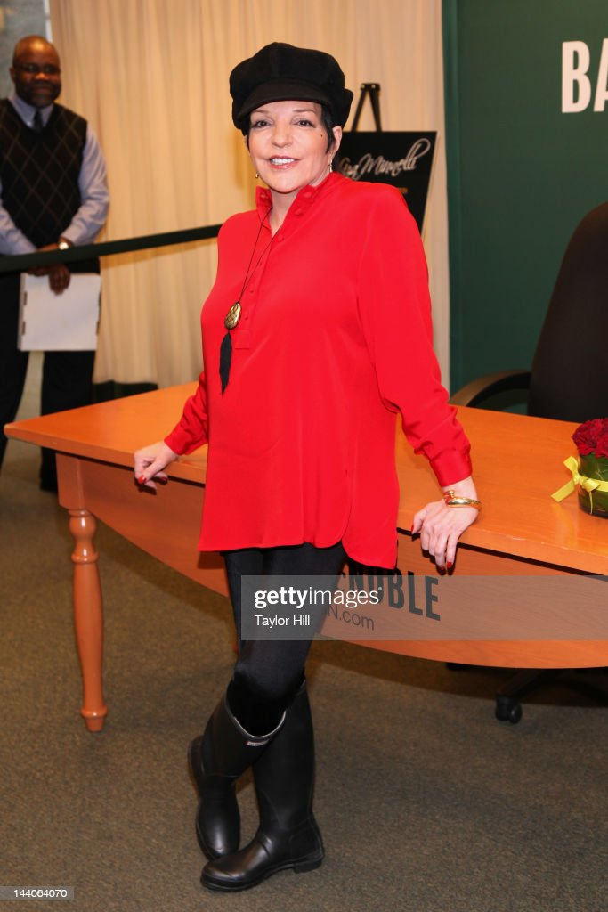 "Liza Minnelli Signs Copies Of Her CD ""Live At The Winter Garden And Confessions"""