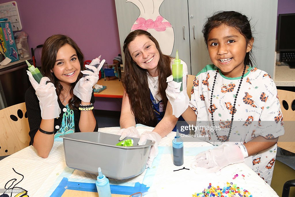 Actress and Starlight Ambassador <a gi-track='captionPersonalityLinkClicked' href=/galleries/search?phrase=Bailee+Madison&family=editorial&specificpeople=4136620 ng-click='$event.stopPropagation()'>Bailee Madison</a> (L) attends Starlight Day at Children's Hospital LA at Childrens Hospital Of Los Angeles on May 3, 2013 in Los Angeles, California.