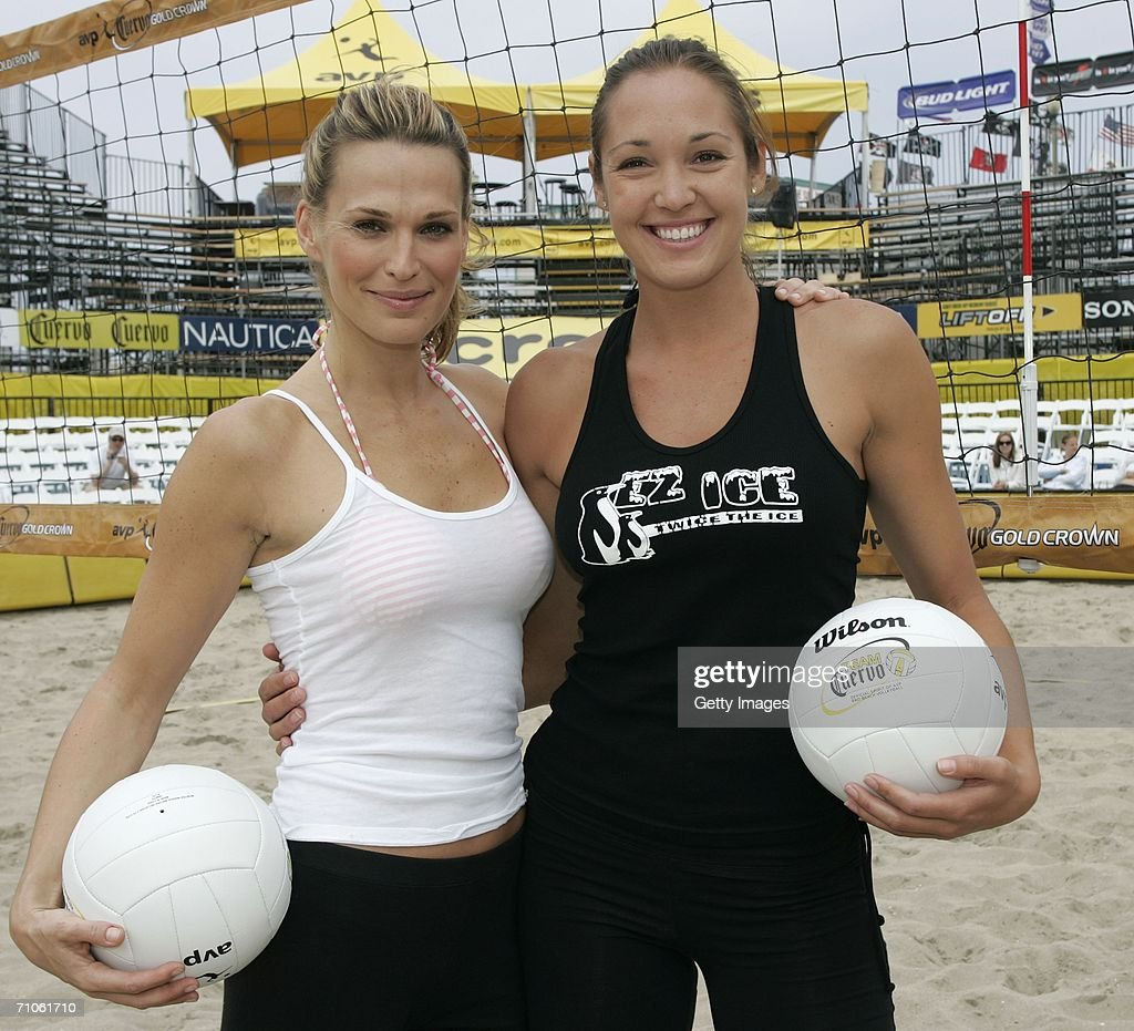 Huntington beach california stock photos and pictures getty images - Actress And Supermodel Molly Sims L Poses With Teammate Amber Willey R