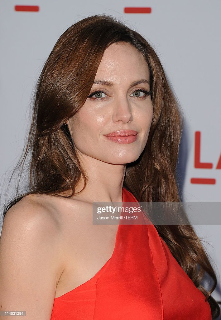 Actress <a gi-track='captionPersonalityLinkClicked' href=/galleries/search?phrase=Angelina+Jolie&family=editorial&specificpeople=201591 ng-click='$event.stopPropagation()'>Angelina Jolie</a> arrives at the premiere of Fox Searchlight Pictures' 'The Tree of Life' at the Bing Theatre at the Los Angeles County Museum of Art on May 24, 2011 in Los Angeles, California.
