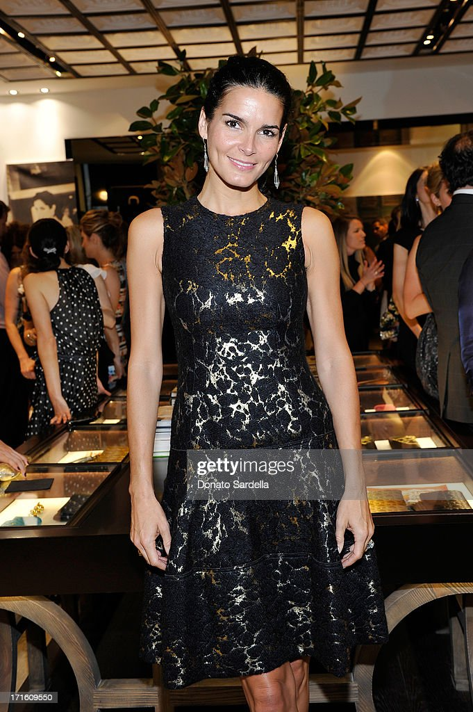 Actress <a gi-track='captionPersonalityLinkClicked' href=/galleries/search?phrase=Angie+Harmon&family=editorial&specificpeople=204576 ng-click='$event.stopPropagation()'>Angie Harmon</a> attend Vanity Fair and CH Carolina Herrera celebrate the opening of the CH Carolina Herrera Boutique on Rodeo Drive on June 26, 2013 in Los Angeles, California.