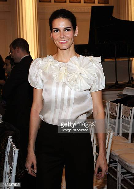 Actress Angie Harmon attends Oscar de la Renta Fall 2008 during MercedesBenz Fashion Week at 583 Park Avenue on February 4 2008 in New York City