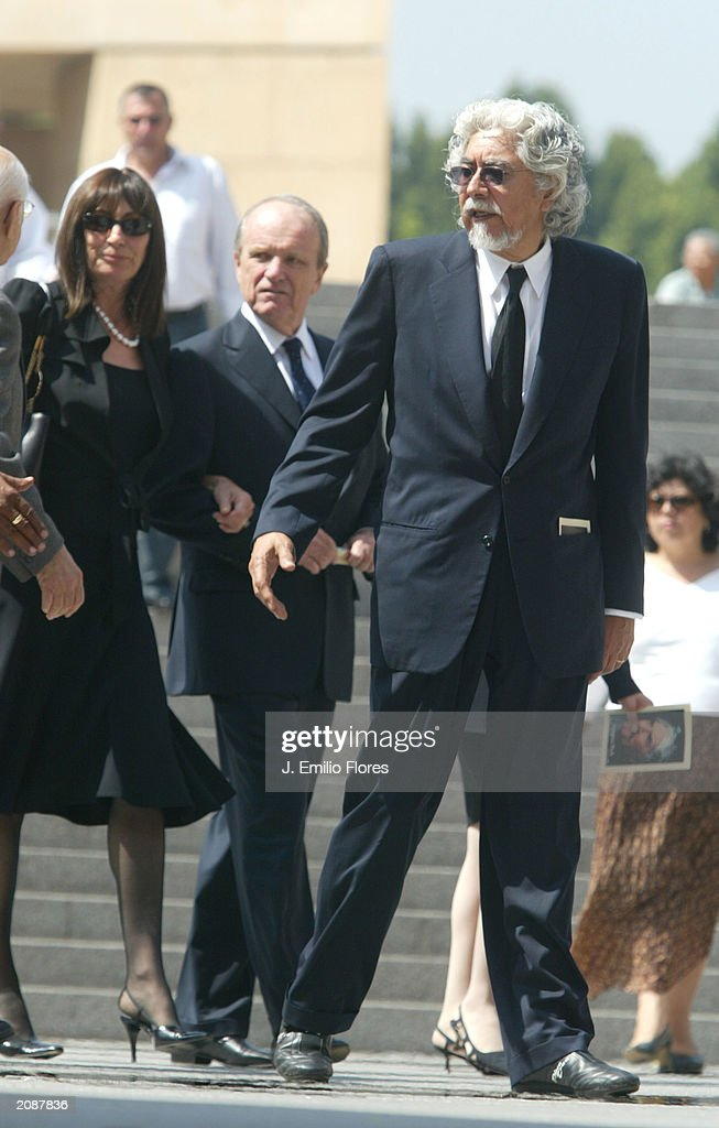 Actress Anjelica Huston and husband, sculptor Robert Graham, leave the Mass Memorial for actor Gregory Peck June 16, 2003 in Los Angeles, California. The public memorial mass was held a the Our Lady of Angels Cathedral in Downtown Los Angeles.