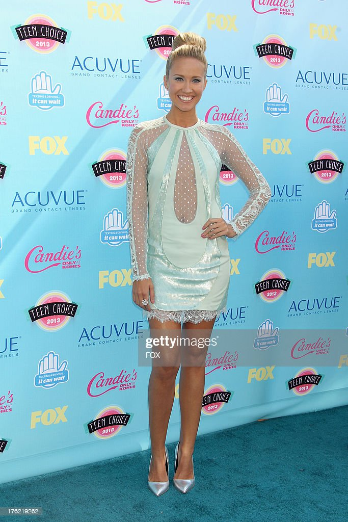 Actress <a gi-track='captionPersonalityLinkClicked' href=/galleries/search?phrase=Anna+Camp&family=editorial&specificpeople=3144642 ng-click='$event.stopPropagation()'>Anna Camp</a> arrives at the Fox Teen Choice Awards 2013 held at the Gibson Amphitheatre on August 11, 2013 in Los Angeles, California.