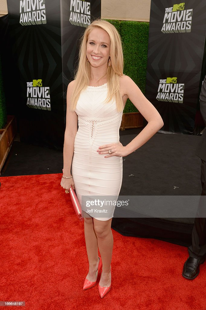 Actress Anna Camp attends the 2013 MTV Movie Awards at Sony Pictures Studios on April 14, 2013 in Culver City, California.