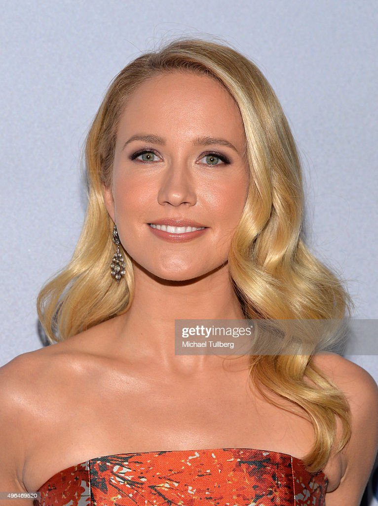 Actress Anna Camp attends the premiere of National Geographic Channel's 'Saints And Strangers' at Saban Theatre on November 9 2015 in Beverly Hills...