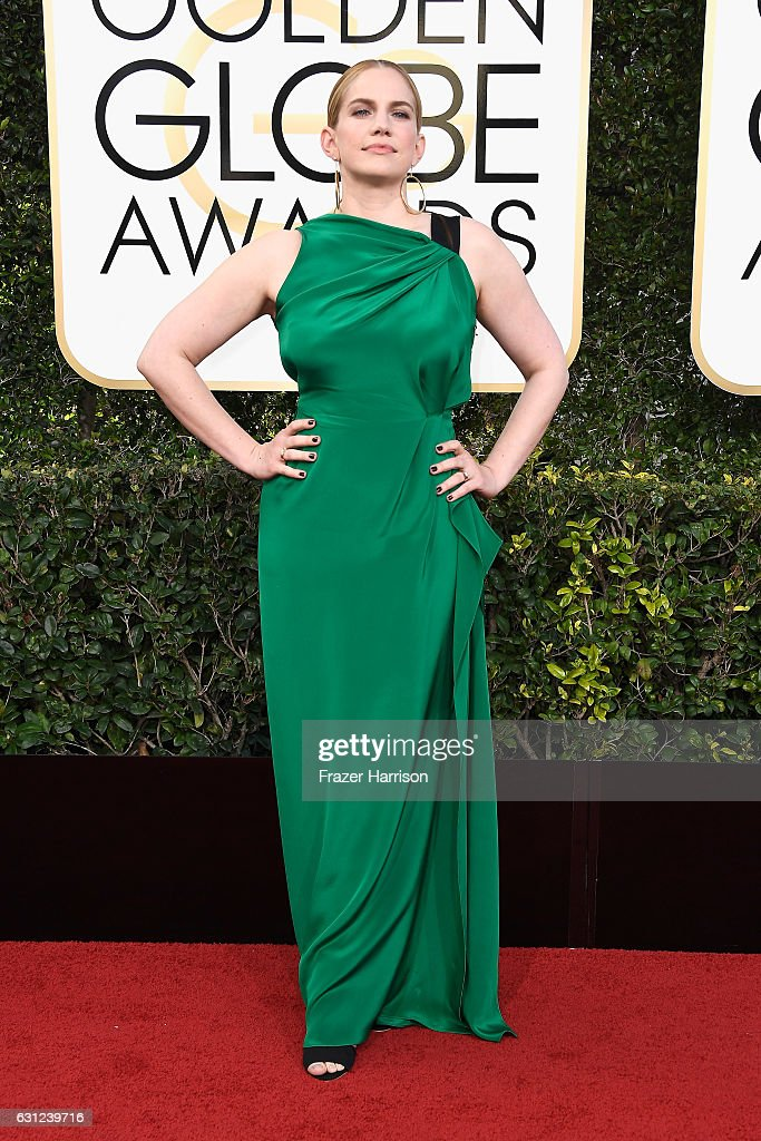 actress-anna-chlumsky-attends-the-74th-annual-golden-globe-awards-at-picture-id631239716