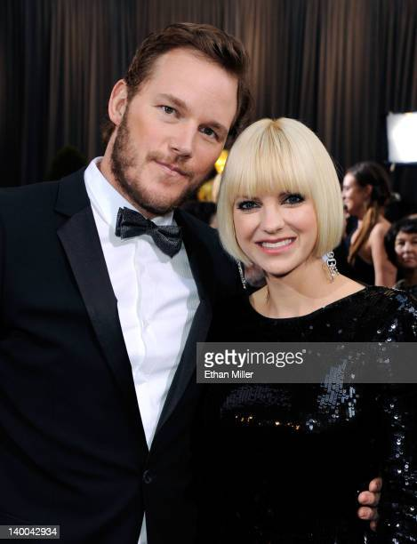 Actress Anna Faris and Actor Chris Pratt arrive at the 84th Annual Academy Awards held at the Hollywood Highland Center on February 26 2012 in...