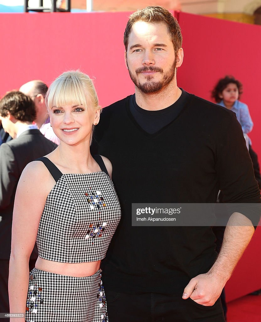 Actress Anna Faris (L) and actor Chris Pratt attend the premiere of 'The LEGO Movie' at Regency Village Theatre on February 1, 2014 in Westwood, California.