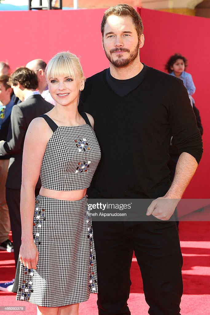 Actress <a gi-track='captionPersonalityLinkClicked' href=/galleries/search?phrase=Anna+Faris&family=editorial&specificpeople=213899 ng-click='$event.stopPropagation()'>Anna Faris</a> (L) and actor <a gi-track='captionPersonalityLinkClicked' href=/galleries/search?phrase=Chris+Pratt+-+Actor&family=editorial&specificpeople=239084 ng-click='$event.stopPropagation()'>Chris Pratt</a> attend the premiere of 'The LEGO Movie' at Regency Village Theatre on February 1, 2014 in Westwood, California.
