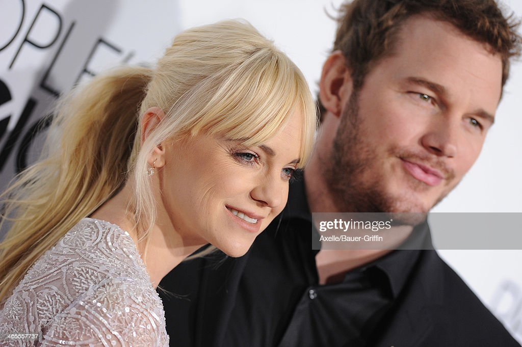 Actress Anna Faris and husband actor Chris Pratt arrive at The 40th Annual People's Choice Awards at Nokia Theatre L.A. Live on January 8, 2014 in Los Angeles, California.