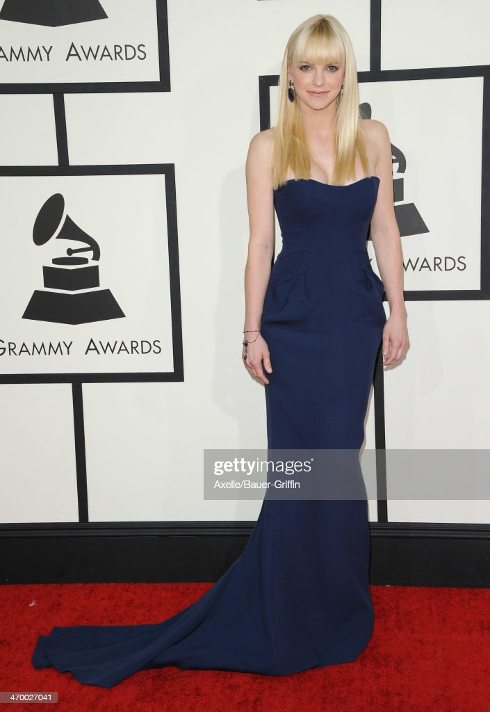 Actress <a gi-track='captionPersonalityLinkClicked' href=/galleries/search?phrase=Anna+Faris&family=editorial&specificpeople=213899 ng-click='$event.stopPropagation()'>Anna Faris</a> arrives at the 56th GRAMMY Awards at Staples Center on January 26, 2014 in Los Angeles, California.