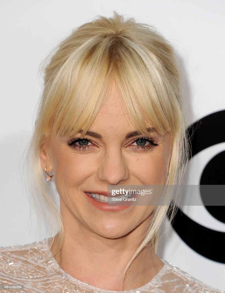 Actress <a gi-track='captionPersonalityLinkClicked' href=/galleries/search?phrase=Anna+Faris&family=editorial&specificpeople=213899 ng-click='$event.stopPropagation()'>Anna Faris</a> attends The 40th Annual People's Choice Awards at Nokia Theatre LA Live on January 8, 2014 in Los Angeles, California.