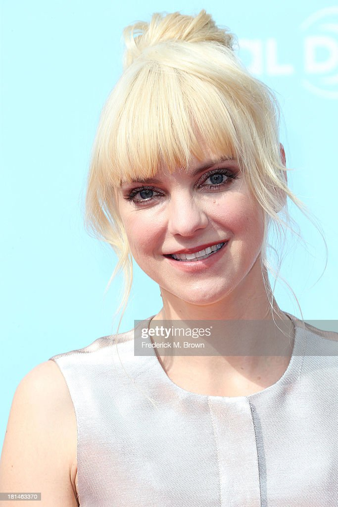 Actress <a gi-track='captionPersonalityLinkClicked' href=/galleries/search?phrase=Anna+Faris&family=editorial&specificpeople=213899 ng-click='$event.stopPropagation()'>Anna Faris</a> attends the premiere of Columbia Pictures and Sony Pictures Animation's 'Cloudy With A Chance of Meatballs 2' at the Regency Village Theatre on September 21, 2013 in Westwood, California.