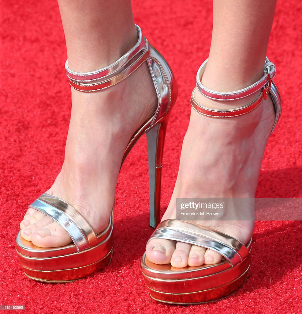 Actress Anna Faris attends the premiere of Columbia Pictures and Sony Pictures Animation's 'Cloudy With A Chance of Meatballs 2' at the Regency Village Theatre on September 21, 2013 in Westwood, California.