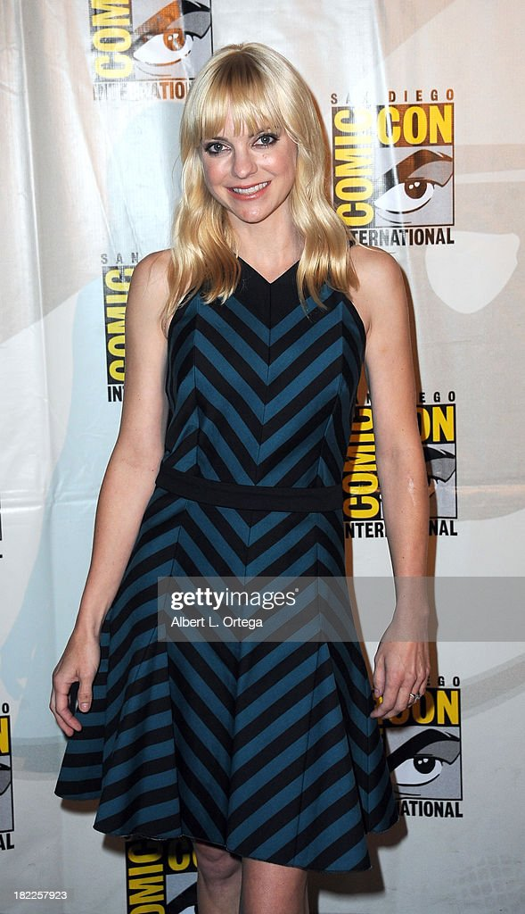 Actress <a gi-track='captionPersonalityLinkClicked' href=/galleries/search?phrase=Anna+Faris&family=editorial&specificpeople=213899 ng-click='$event.stopPropagation()'>Anna Faris</a> attends The Sony and Screen Gems Panel featuring Cloudy With A Chance Of Meatballs 2 as part of Comic-Con International 2013 held at San Diego Convention Center on Friday July 19, 2012 in San Diego, California.
