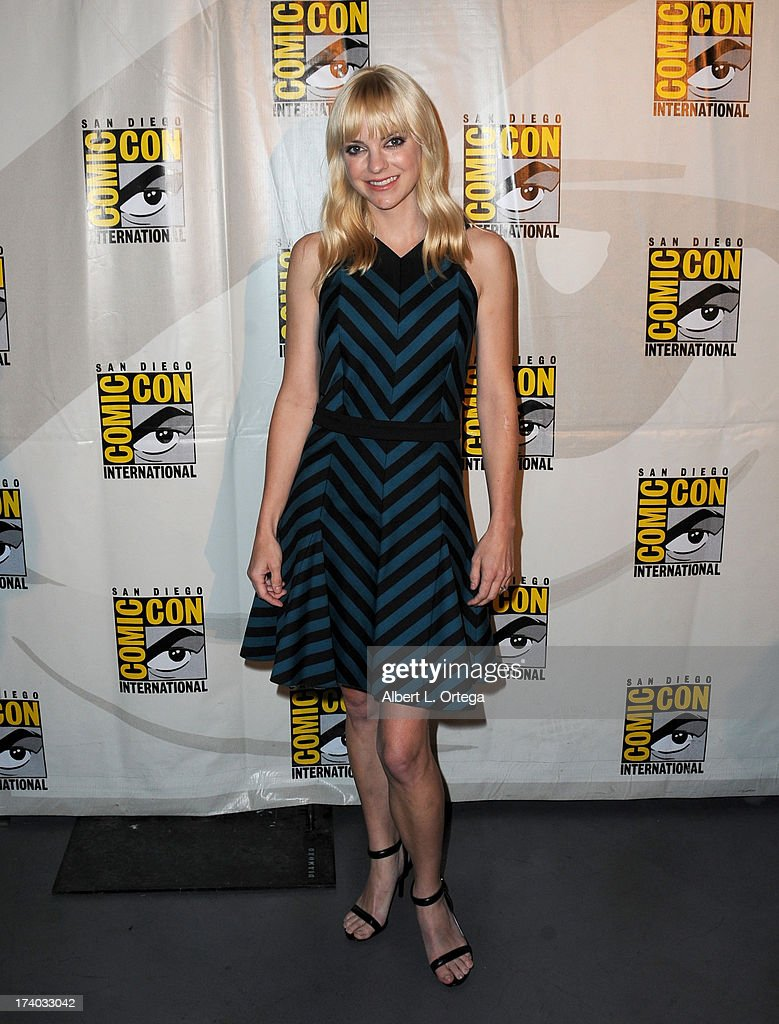 Actress <a gi-track='captionPersonalityLinkClicked' href=/galleries/search?phrase=Anna+Faris&family=editorial&specificpeople=213899 ng-click='$event.stopPropagation()'>Anna Faris</a> during Comic-Con International at San Diego Convention Center on July 19, 2013 in San Diego, California.