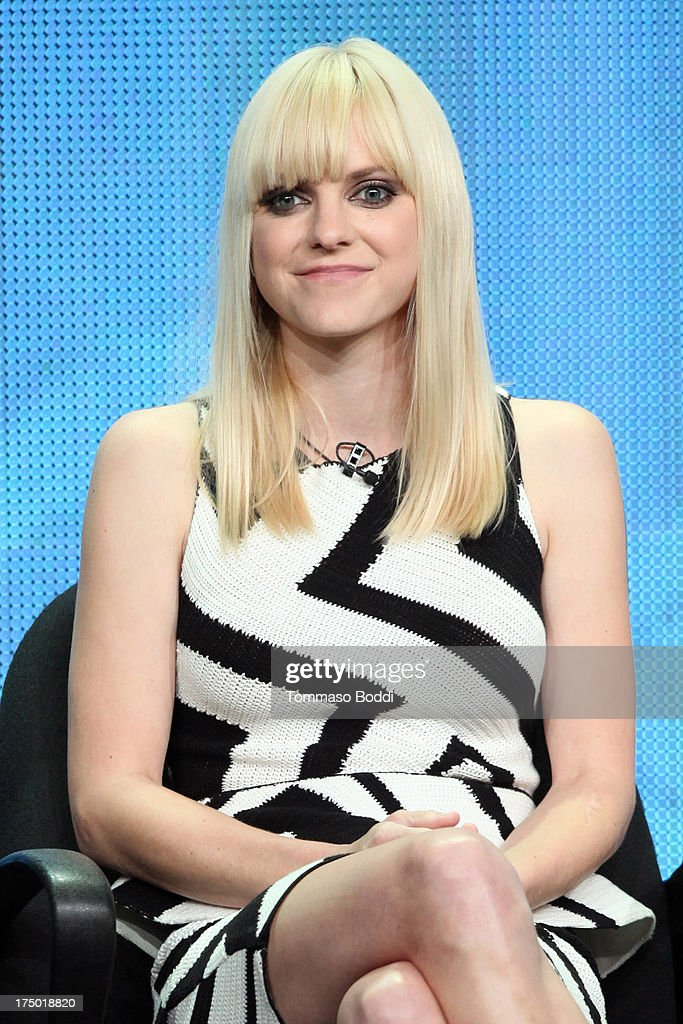 Actress <a gi-track='captionPersonalityLinkClicked' href=/galleries/search?phrase=Anna+Faris&family=editorial&specificpeople=213899 ng-click='$event.stopPropagation()'>Anna Faris</a> of the TV show 'Mom' attends the Television Critic Association's Summer Press Tour - CBS/CW/Showtime panels held at The Beverly Hilton Hotel on July 29, 2013 in Beverly Hills, California.