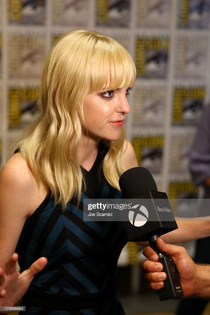 Actress <a gi-track='captionPersonalityLinkClicked' href=/galleries/search?phrase=Anna+Faris&family=editorial&specificpeople=213899 ng-click='$event.stopPropagation()'>Anna Faris</a> speaks with Xbox Video at Comic-Con 2013 on July 19, 2013 in San Diego, California.