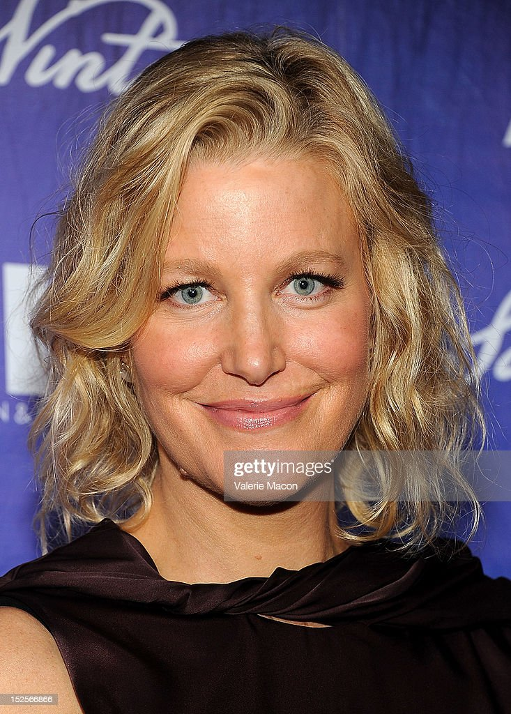 Actress <a gi-track='captionPersonalityLinkClicked' href=/galleries/search?phrase=Anna+Gunn&family=editorial&specificpeople=589359 ng-click='$event.stopPropagation()'>Anna Gunn</a> arrives at the Variety And Women In Film Pre-Emmy Event at Scarpetta on September 21, 2012 in Beverly Hills, California.