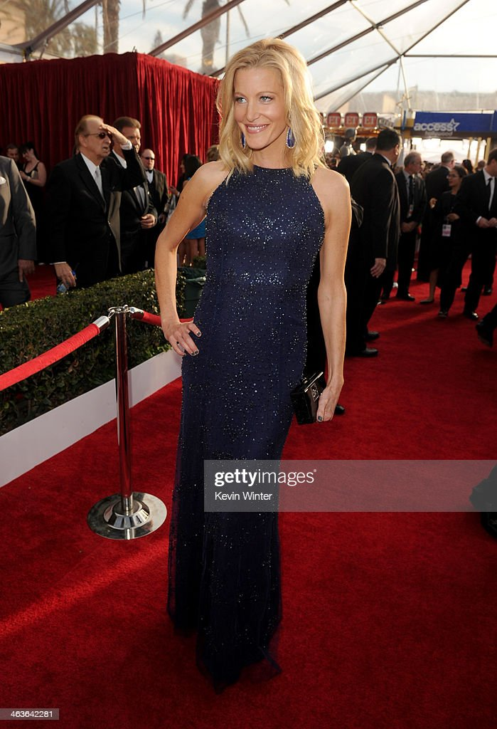 Actress Anna Gunn attends 20th Annual Screen Actors Guild Awards at The Shrine Auditorium on January 18, 2014 in Los Angeles, California.