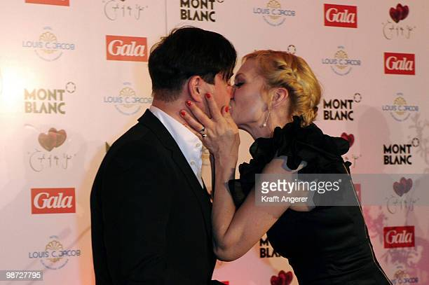 Actress Anna LoosLiefers and actor JanJosef Liefers kiss at the GALA Couple of the Year Event on April 28 2010 in Hamburg Germany