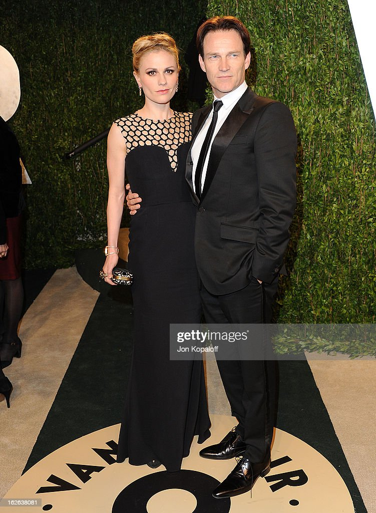 Actress Anna Paquin and actor Stephen Moyer attend the 2013 Vanity Fair Oscar party at Sunset Tower on February 24, 2013 in West Hollywood, California.