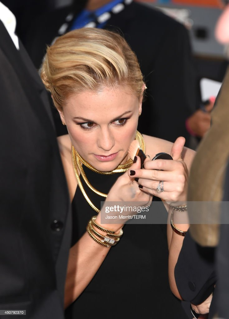 Actress <a gi-track='captionPersonalityLinkClicked' href=/galleries/search?phrase=Anna+Paquin&family=editorial&specificpeople=211602 ng-click='$event.stopPropagation()'>Anna Paquin</a> attends the premiere of HBO's 'True Blood' season 7 and final season at TCL Chinese Theatre on June 17, 2014 in Hollywood, California.