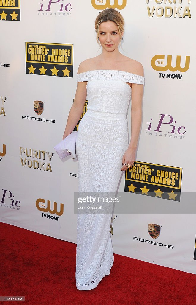 Actress <a gi-track='captionPersonalityLinkClicked' href=/galleries/search?phrase=Annabelle+Wallis&family=editorial&specificpeople=5645087 ng-click='$event.stopPropagation()'>Annabelle Wallis</a> arrives at the 19th Annual Critics' Choice Movie Awards at Barker Hangar on January 16, 2014 in Santa Monica, California.