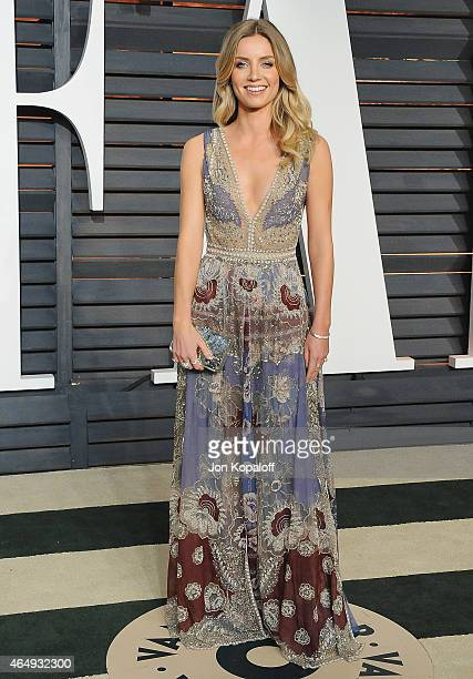 Actress Annabelle Wallis arrives at the 2015 Vanity Fair Oscar Party Hosted By Graydon Carter at Wallis Annenberg Center for the Performing Arts on...