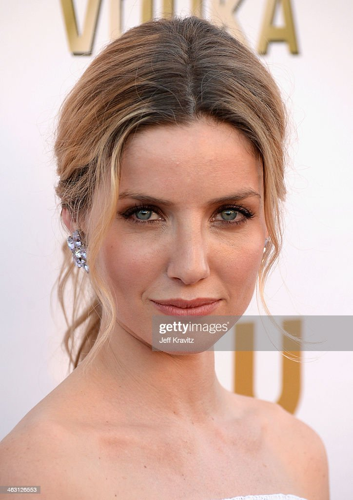 Actress <a gi-track='captionPersonalityLinkClicked' href=/galleries/search?phrase=Annabelle+Wallis&family=editorial&specificpeople=5645087 ng-click='$event.stopPropagation()'>Annabelle Wallis</a> attends the 19th Annual Critics' Choice Movie Awards at Barker Hangar on January 16, 2014 in Santa Monica, California.