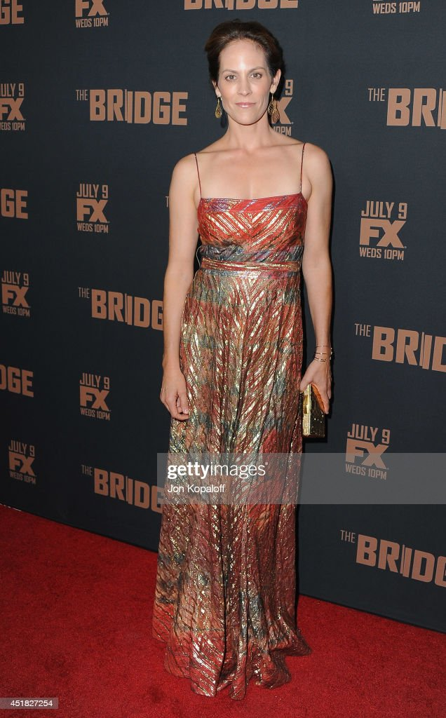 Actress <a gi-track='captionPersonalityLinkClicked' href=/galleries/search?phrase=Annabeth+Gish&family=editorial&specificpeople=549650 ng-click='$event.stopPropagation()'>Annabeth Gish</a> arrives at the FX's 'The Bridge' Season 2 Premiere at Pacific Design Center on July 7, 2014 in West Hollywood, California.