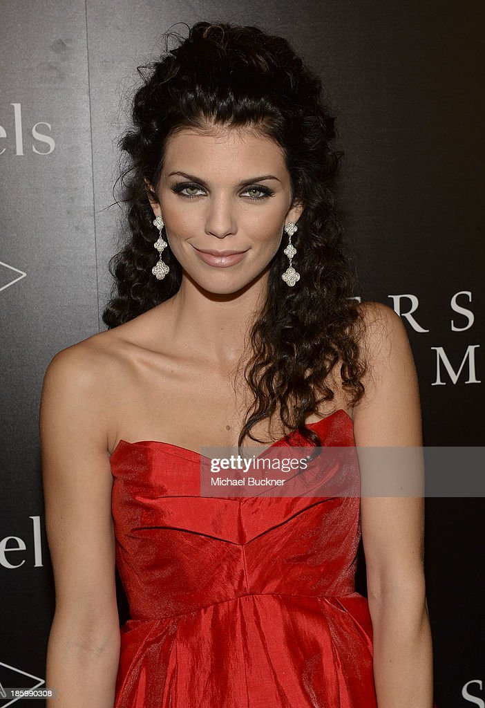Actress <a gi-track='captionPersonalityLinkClicked' href=/galleries/search?phrase=AnnaLynne+McCord&family=editorial&specificpeople=4070122 ng-click='$event.stopPropagation()'>AnnaLynne McCord</a> attends A Quest for Beauty: The Art Of Van Cleef & Arpels - Red Carpet at The Bowers Museum on October 26, 2013 in Santa Ana, California.