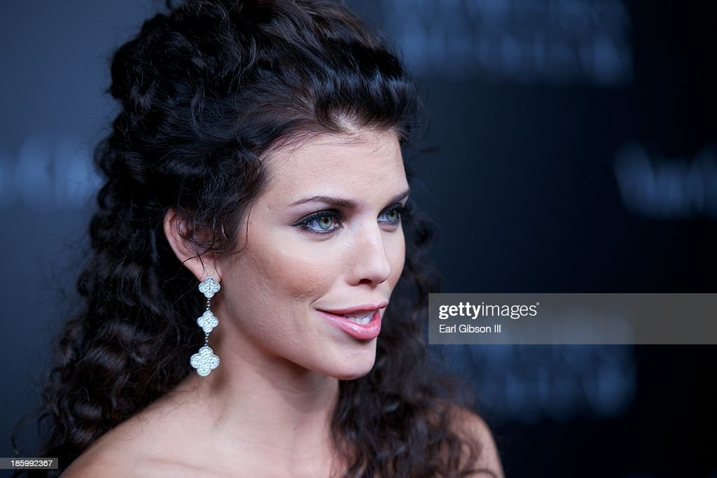 Actress <a gi-track='captionPersonalityLinkClicked' href=/galleries/search?phrase=AnnaLynne+McCord&family=editorial&specificpeople=4070122 ng-click='$event.stopPropagation()'>AnnaLynne McCord</a> attends The Art Of Van Cleef & Arpels Exhibit Reception at The Bowers Museum on October 26, 2013 in Santa Ana, California.