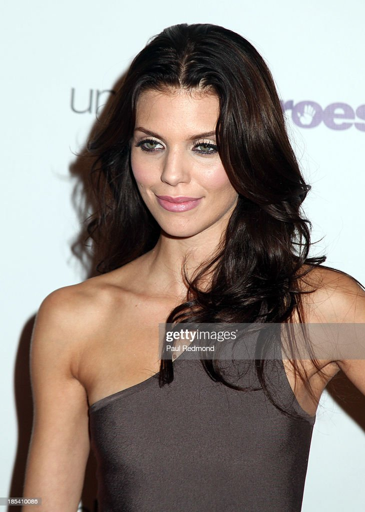 Actress <a gi-track='captionPersonalityLinkClicked' href=/galleries/search?phrase=AnnaLynne+McCord&family=editorial&specificpeople=4070122 ng-click='$event.stopPropagation()'>AnnaLynne McCord</a> attends 'Unlikely Heroes' Recognizing Heroes Awards Dinner and Gala at The Living Room at The W Hotel on October 19, 2013 in Los Angeles, California.