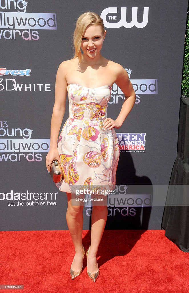 Actress <a gi-track='captionPersonalityLinkClicked' href=/galleries/search?phrase=AnnaSophia+Robb&family=editorial&specificpeople=674007 ng-click='$event.stopPropagation()'>AnnaSophia Robb</a> arrives at the 15th Annual Young Hollywood Awards at The Broad Stage on August 1, 2013 in Santa Monica, California.