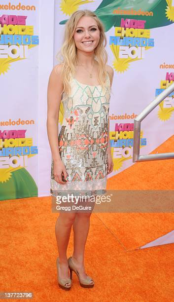 Actress AnnaSophia Robb arrives on the orange carpet at the Nickelodeon Kids' Choice Awards 2011 at USC's Galen Center April 2 2011 in Los Angeles...