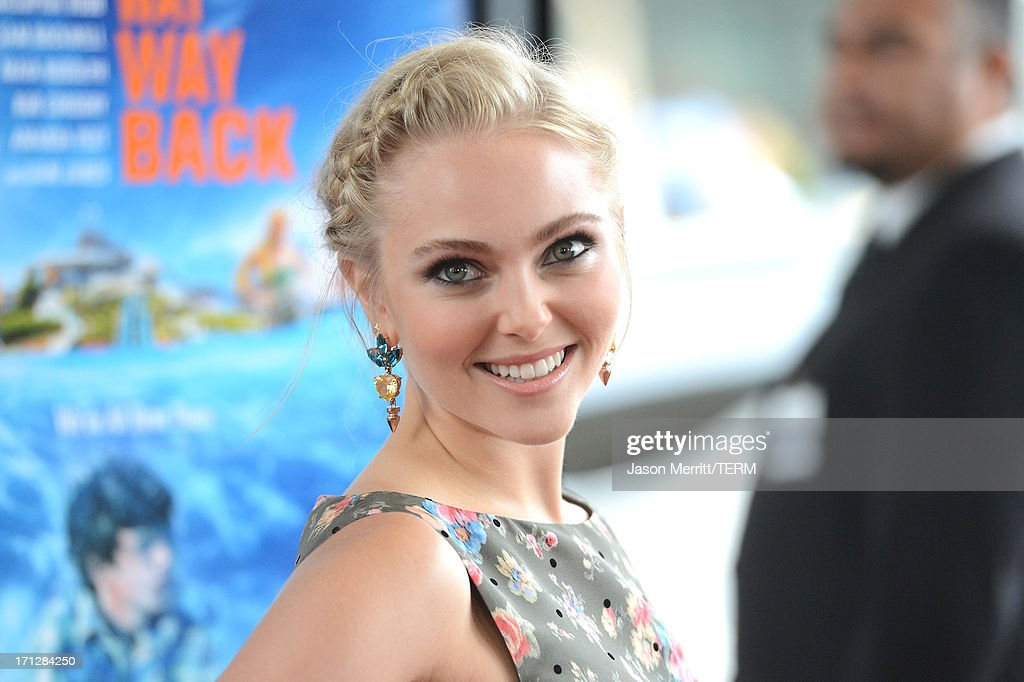 Actress <a gi-track='captionPersonalityLinkClicked' href=/galleries/search?phrase=AnnaSophia+Robb&family=editorial&specificpeople=674007 ng-click='$event.stopPropagation()'>AnnaSophia Robb</a> attends the 2013 Los Angeles Film Festival premiere of the Fox Searchlight Pictures' 'The Way, Way Back' held on June 23, 2013 in Los Angeles, California.