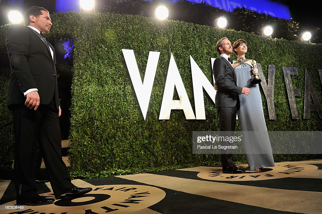 Actress Anne Hathaway (R) and Adam Shulman arrive at the 2013 Vanity Fair Oscar Party hosted by Graydon Carter at Sunset Tower on February 24, 2013 in West Hollywood, California.