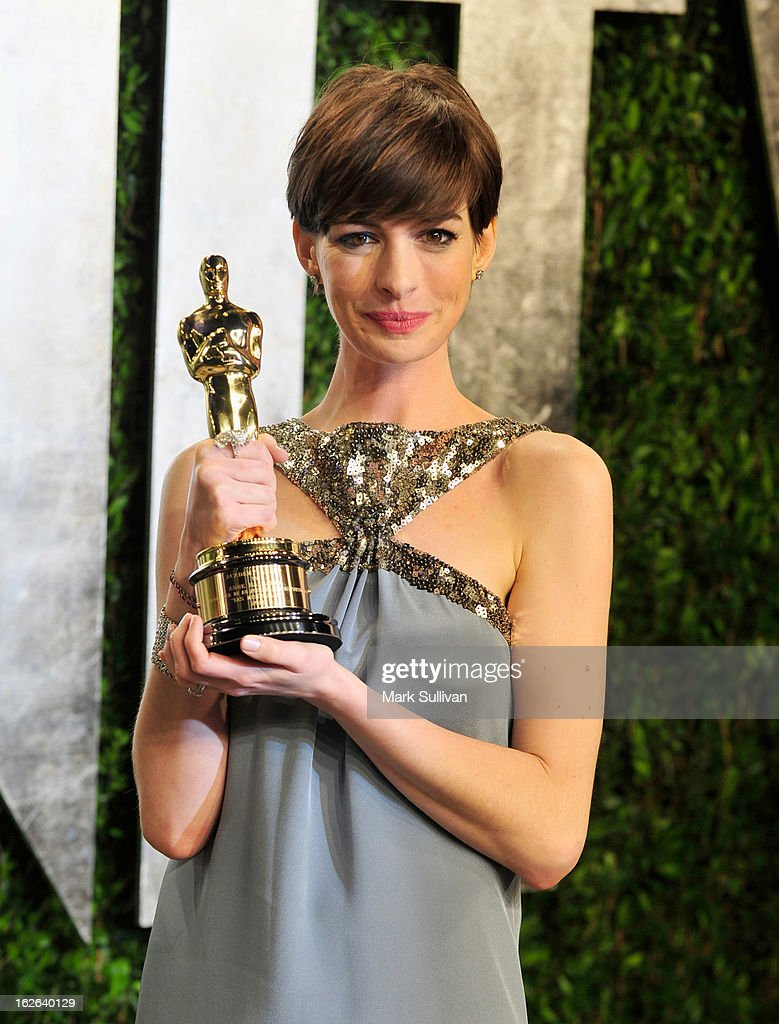 Actress <a gi-track='captionPersonalityLinkClicked' href=/galleries/search?phrase=Anne+Hathaway+-+Actrice&family=editorial&specificpeople=11647173 ng-click='$event.stopPropagation()'>Anne Hathaway</a> arrives at the 2013 Vanity Fair Oscar Party at Sunset Tower on February 24, 2013 in West Hollywood, California.