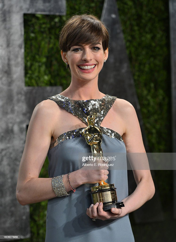 Actress Anne Hathaway arrives at the 2013 Vanity Fair Oscar Party hosted by Graydon Carter at Sunset Tower on February 24, 2013 in West Hollywood, California.