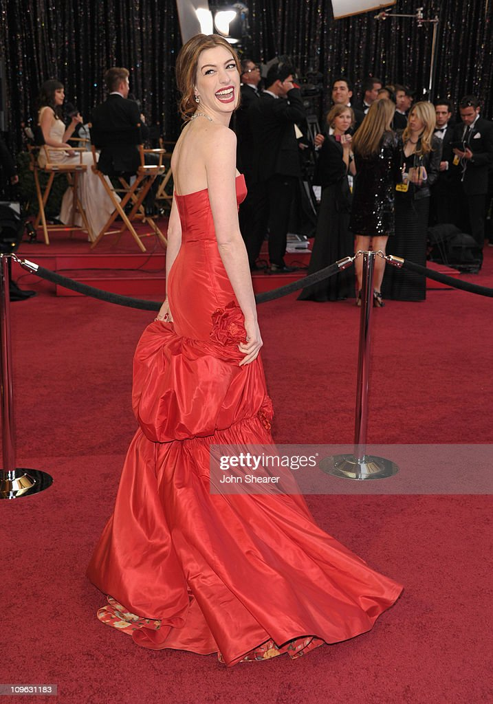 Actress <a gi-track='captionPersonalityLinkClicked' href=/galleries/search?phrase=Anne+Hathaway+-+Actress&family=editorial&specificpeople=11647173 ng-click='$event.stopPropagation()'>Anne Hathaway</a> arrives at the 83rd Annual Academy Awards held at the Kodak Theatre on February 27, 2011 in Hollywood, California.