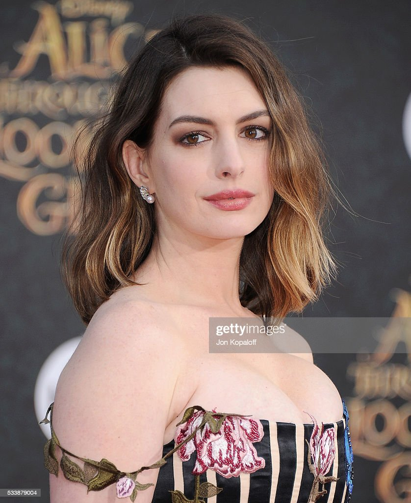 """Anne Hathaway At The Hustle Premiere In Hollywood: Premiere Of Disney's """"Alice Through The Looking Glass"""