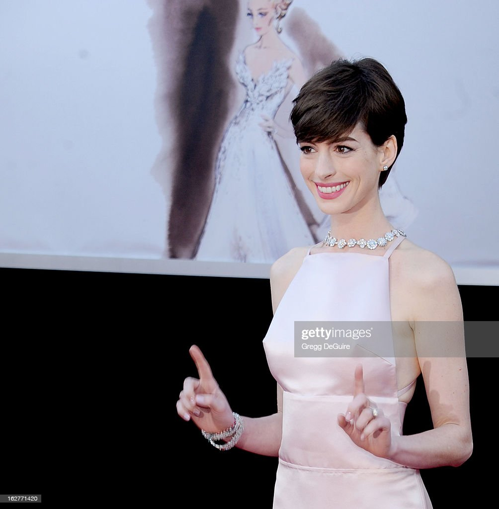 Actress Anne Hathaway arrives at the Oscars at Hollywood & Highland Center on February 24, 2013 in Hollywood, California.