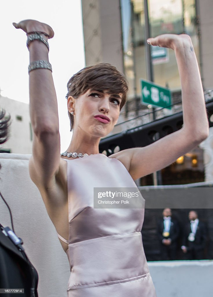 Actress Anne Hathaway arrives at the Oscars held at Hollywood & Highland Center on February 24, 2013 in Hollywood, California.