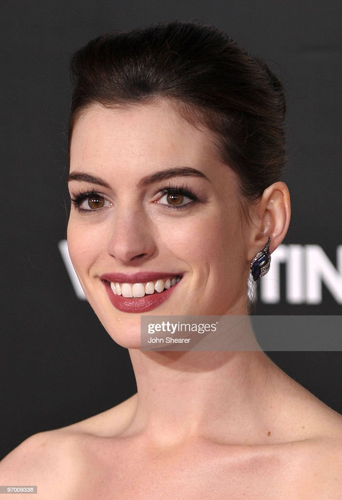 Actress Anne Hathaway arrives at the 'Valentine's Day' Los Angeles Premiere at Grauman's Chinese Theatre on February 8, 2010 in Hollywood, California.